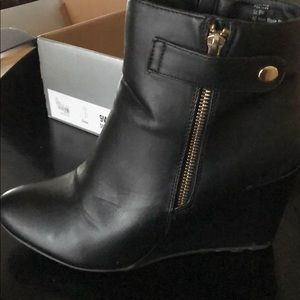 Wedge hill boot